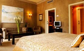 Khách Sạn Tân Á