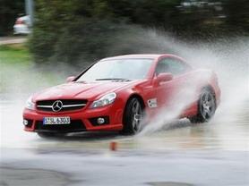 Những lưu ý khi lái xe dưới trời mưa lo...